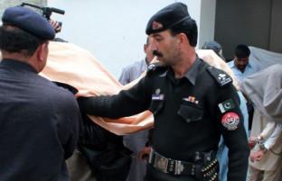پس از حملات موشکی؛ پاکستان ۶۱ افغان را به ظن حمله تروریستیِ پنج شنبهِ آن کشور بازداشت کرده است