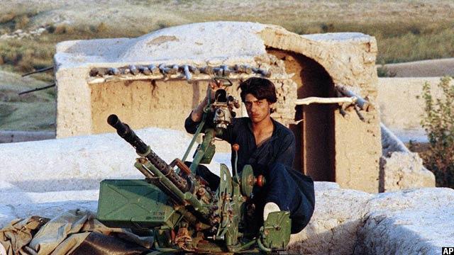 یکی از جنگجویان افغان در ولایت هرات بعد از بیرون شدن اتحاد جماهیر شوروی، 30 آکست 1989