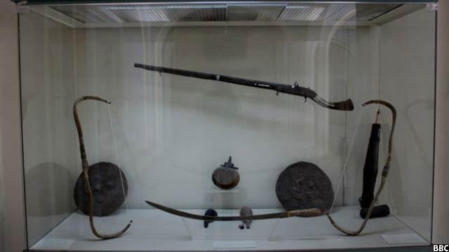 تیر و کمان، شمشیر، سپر و دیگر وسایل جنگی مربوط قرون 19 و 20