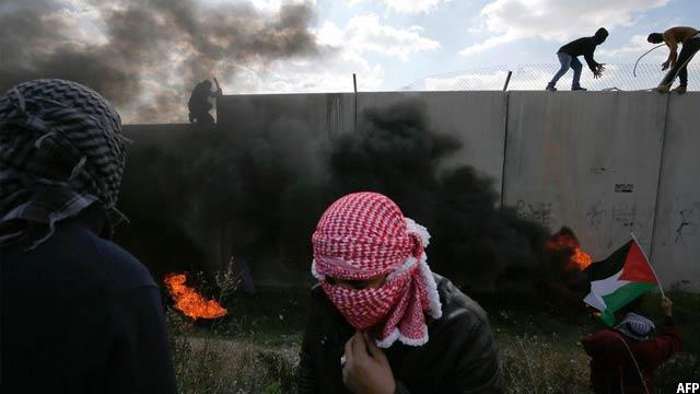 نمایی از تظاهرات فلیسطینی ها در ویست بینک اسرانیل. تصویر از AFP / عکاس عباس مومانی