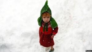 دختر خردسال بی جاشدکان داخلی افغان در کابل افغانستان. تصویر از رویترز / عکاس محمد اسماعیل