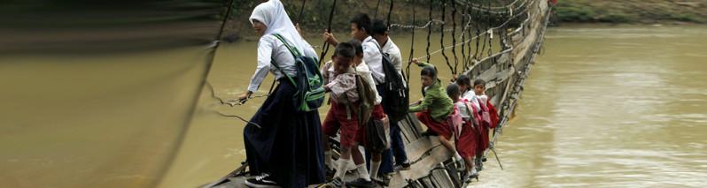 از افغانستان تا افغانستان؛ نگاه تصویری به دانشآموزانی که مکتب میروند