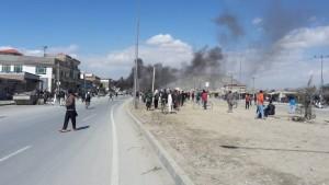 لحضات نخست وقوع انفجار در دروازه ورودی حوزه ششم امنیتی پولیس کابل / عکس: رسانههای اجتماعی