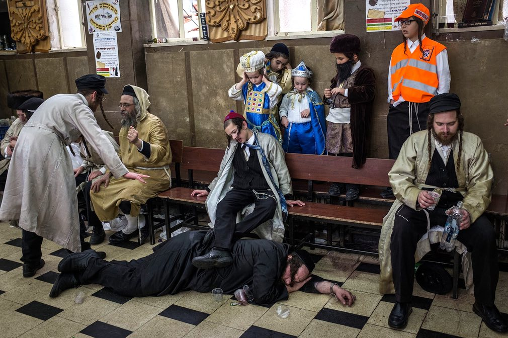 نمایی از جریان تجلیل یهودیان افراطی از تعطیلی مذهبی پوریم در بیتالمقدس اسرائیل. تصویر از Getty.