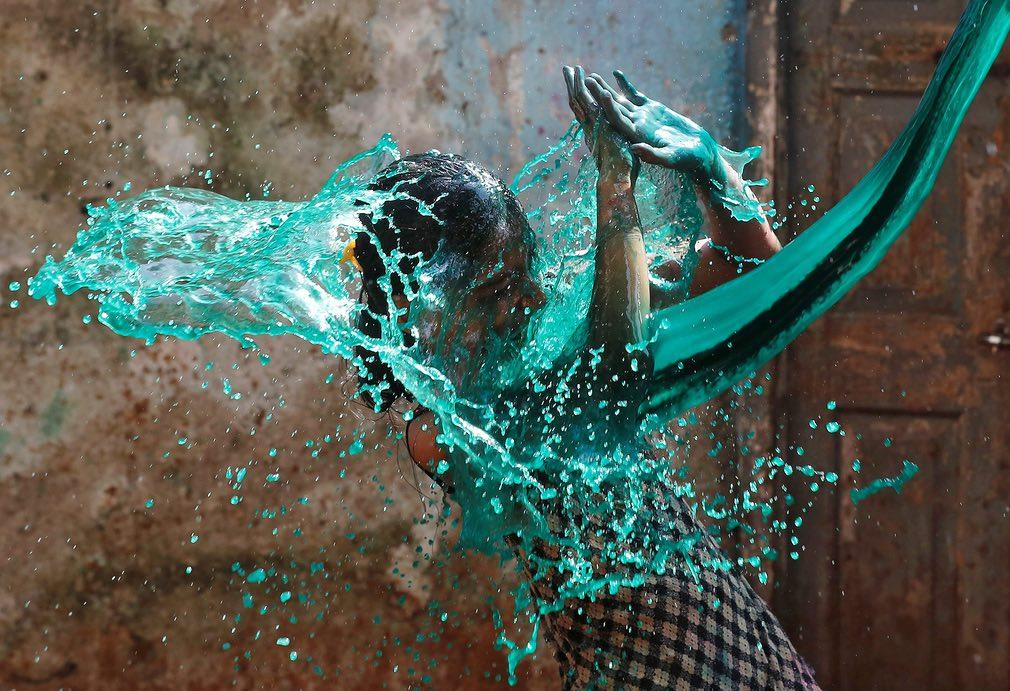 نمایی از جریان جشنواره هولی در شهر ممبی هند. تصویر از Rueters.