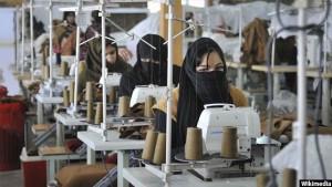 شماری از زنان افغانستان به این باور اند که نابرابری اقتصادی بین زنان و مردان، بسترساز نابرابریهای اجتماعی و سیاسی میباشد