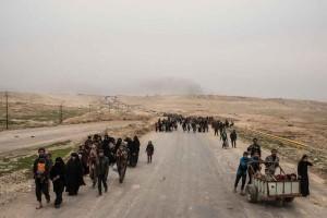 نمایی از مهاجرین عراقی که بعد از حمله نیروهای عراقی بر غرب موسل به منظور بازپس گیری کامل این شهر از تصرف داعش، بی جا شده اند. تصویر از Getty