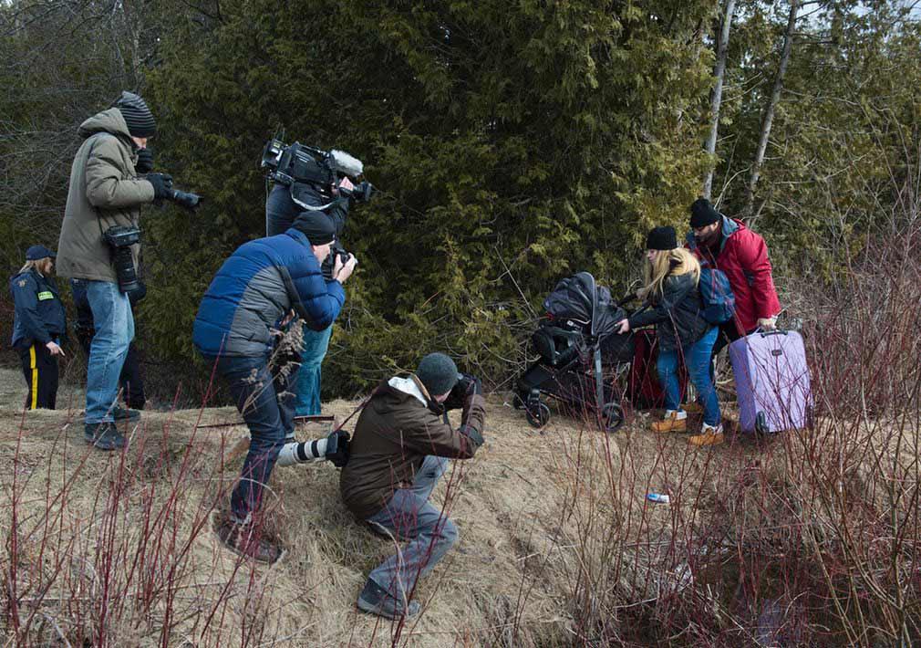 نمایی از مهاجران ترکی در حال عبور از مرز ایالت متحده و کانادا. تصویر از Getty