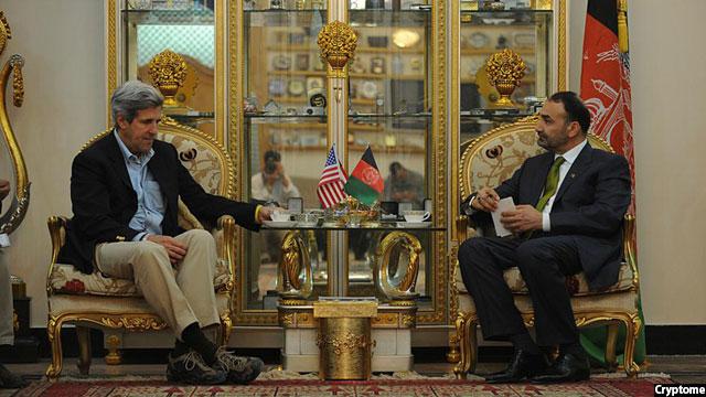 جان کری وزیر خارجه دولت اوباما در دیدار با والی بلخ