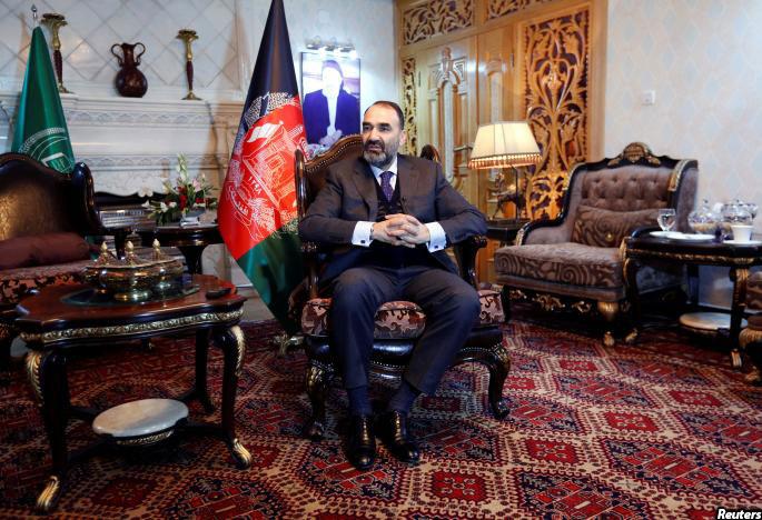 عطامحمد نور به زندگی مجلل و شاهانه شهرت دارد. یکی از مهمان او به خبرنامه میگوید که دستهی قاشقهای که او متوجه آنان در مهمانسرای آقای نور شده، از عاج ساخته شده است.