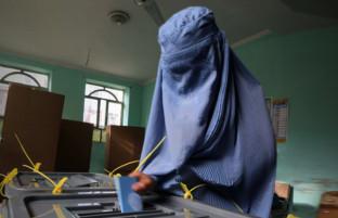 امیدها و تردیدها؛ برگزاری انتخابات مجلس، آمادگی حکومت افغانستان و دشواریهای فرارو