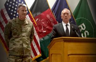 وزیر دفاع آمریکا در کابل؛ واشنگتن شانهبهشانه با کابل برای آیندهی افغانستان میایستد