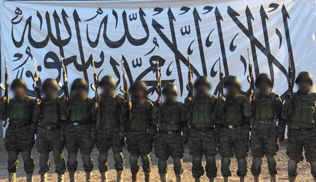 طالبان این تصویر را از مهاجمان دیروزشان بر قول اردوی 209 شاهین منتشر کرده است