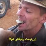 مردی که با انبردست دندانهایش را درمیآورد