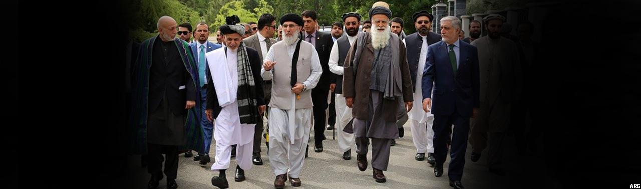 حکمتیار در مراسم استقبال از او در ارگ ریاست جمهوری افغانستان