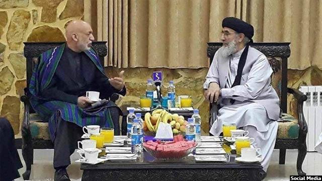 حامد کرزی رییس جمهور پیشین افغانستان اما به دیدار آقای حکمتیار رفت و با او گفتگو کرد