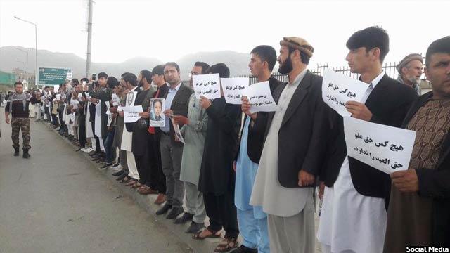 تظاهرات در مقابل محل سکونت حکمتیار در کابل