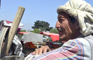 ۱۷ ساعت روزه داری در کابل؛ داستان غم انگیز زندگی ۵ کارگر روزه دار افغان در روز دوم رمضان