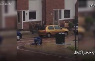 تلاشهای جالب این مرد برای انداختن آشغال به آشغالدانی