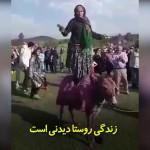 رقصِ دیدنی یک پیرزن روستایی بر پشت الاغ