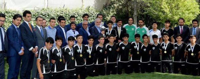 در حمایت از ورزش؛ ریاست اجرایی تیم ملی فوتبال ۱۵ سال افغانستان را تمویل میکند