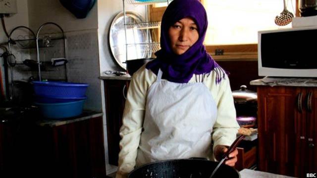 Bamyan-women-cafe0