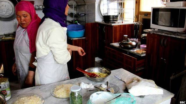 Bamyan-women-cafe6