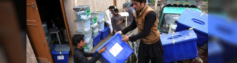 بازنگری مراکز رایدهی؛ کمیسیون انتخابات افغانستان و ادامه نگرانیها در مورد تامین امنیت و بودجه