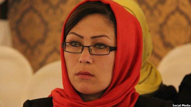 حلیمه کارش را با فروش صنایع دستی و با سرمایه ابتدایی 10 هزار افغانی آغاز کرد