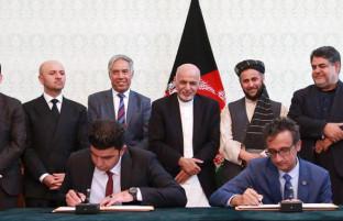 در ارگ ریاست جمهوری؛ امضای قرار داد سه پروژه برق رسانی به ارزش بیش از ۱۶ میلیون دالر