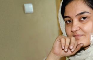 نگارهگر طلاکوب در فیروزکوه؛ سیده اعتباری، قربانی بزرگ اشتباه پزشکی و نماد جهانی استعداد انسان افغانی