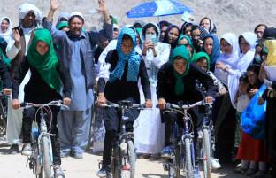 کولاک دختران جاغوری؛ ۶۰ دختر زیر ۱۸ سال بایسکلران در روز سوم عید رقابت کردند