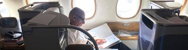 سفر اشرف غنی با هواپیمای تجاری خبرساز شد
