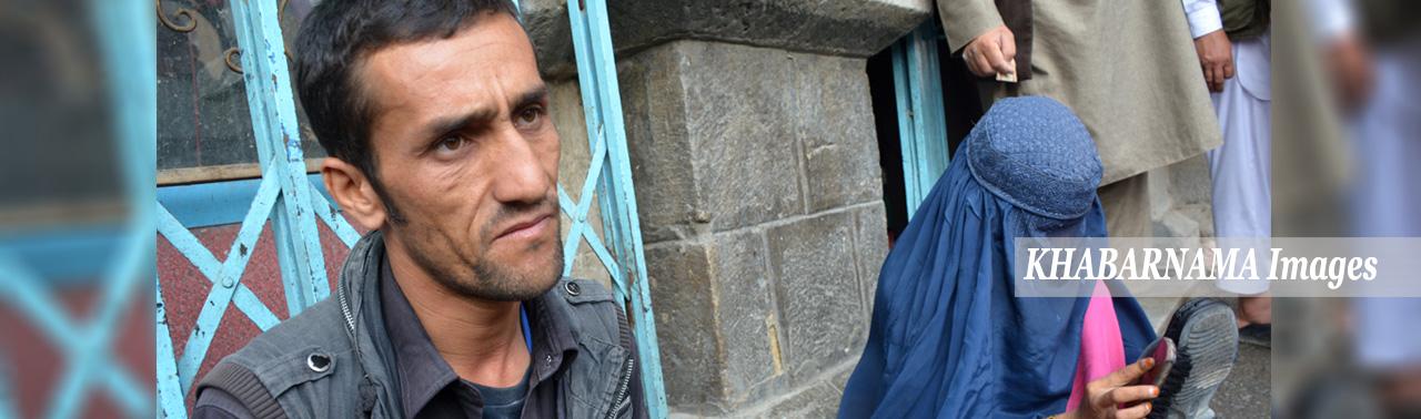 نیاز به توجه فوری؛ هیپاتیت کشندهی زوج جوان و خانوادهای در حال نابودی در جادههای کابل