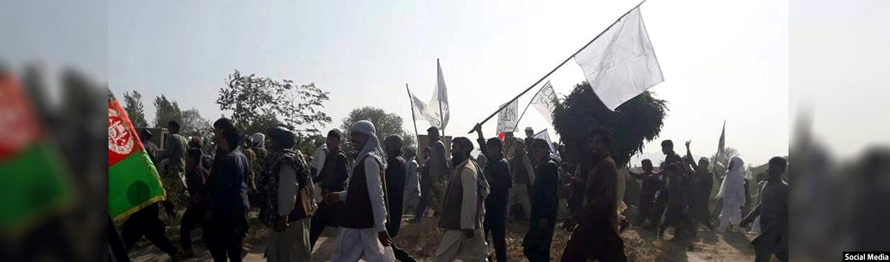 در کابل؛ تظاهرات در اعتراض به پخش برگههای تبلیغاتی توهینآمیز از سوی ناتو