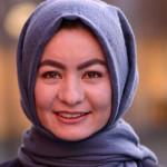 حمیده حسنی؛ مهاجری که از قالین بافی به دانشگاه کمبریج بریتانیا رسید