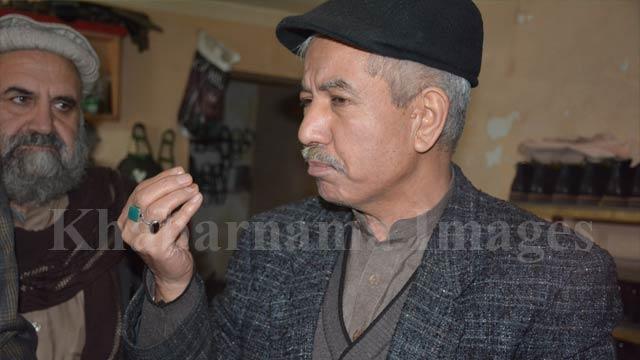 احمدضیا، مالک یکی از کارخانههای بوتدوزی در کابل