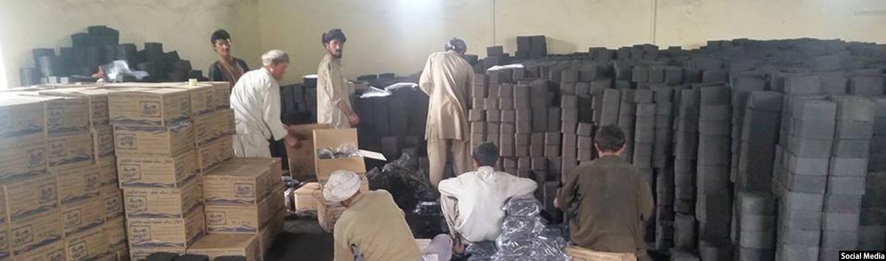فصل سخت سرما؛ از کارخانههای انگشت شمار تصفیه زغال سنگ تا بازار پررونق بخاریهای زغالی در افغانستان