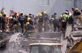 ۱۴۱ کشته و ۱۷۰۰ زخمی؛ آمارهای ابتدایی از قربانیان زلزله در ایران و عراق