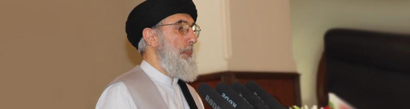 حکمتیار: حکومت افغانستان مناطقی را به گروه طالبان بدهد