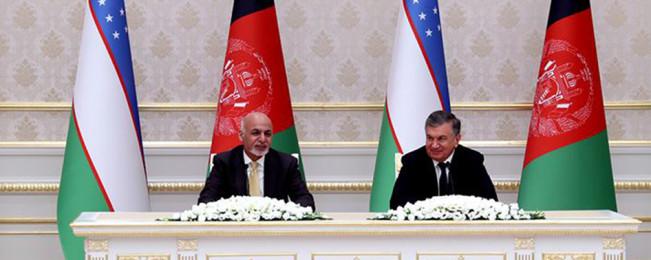 دست دوستی افغانستان–ازبیکستان؛ انعقاد ۲۰ موافقتنامه همکاری میان کابل-تاشکند