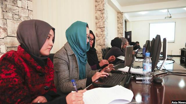 در نیمه اول سال جاری خورشیدی، حدود 3هزار کارمند در ادارههای دولتی افغانستان جذب شده است که بیشتر آنان را جوانان تشکیل میدهد
