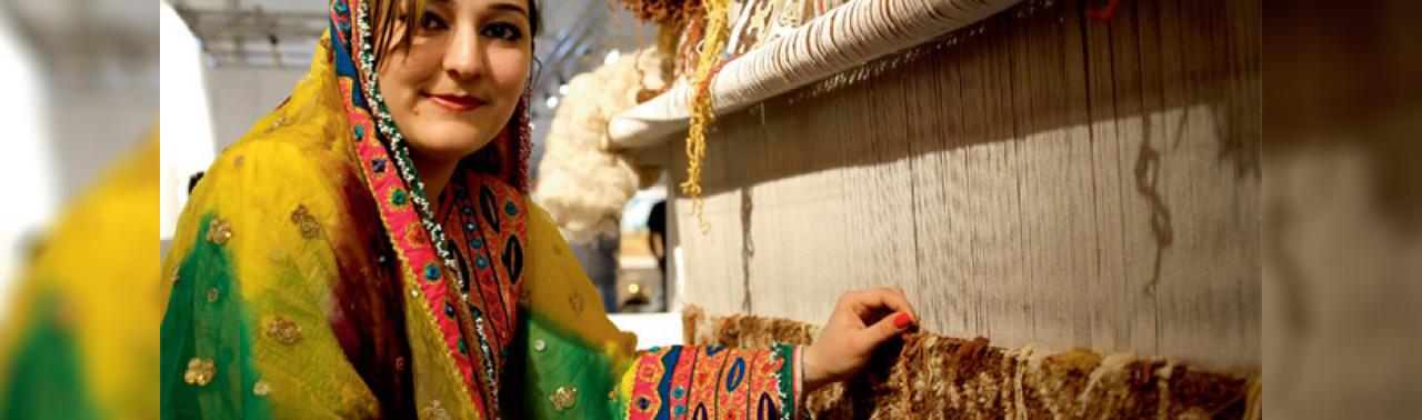 بازار راکد تولید قالین در افغانستان؛ چرا هنوز حکومت وحدت ملی روی این بخش سرمایه گذاری می کند؟