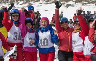 بامیان؛ آشنایی با نخستین بانوان اسکی باز افغانستان که در قلمرو گذشته طالبان این ورزش را می آموزند