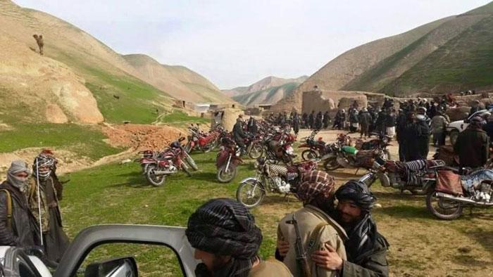 فارياب: ۱۰۰ تنه دولت پلوي وسله وال طالبانو سره يو ځای شوي