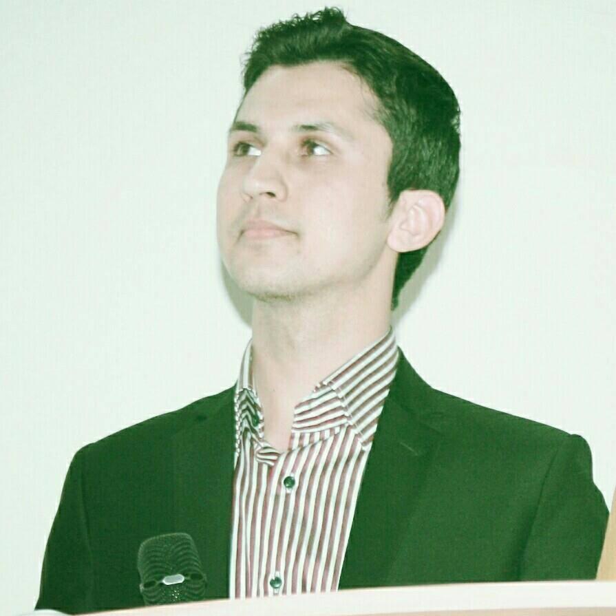 رومان شریفی در تاریخ ۳۱ جوزای سال ۱۳۷۳ در یک خانواده روشنفکر در شهر مزارشریف متولد شده است