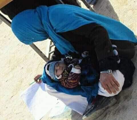 عکس جهانتاب با کودکش چنان بازتاب یافت که این خانم دهنشین، اما عاشق آموختن مورد تشویق خیلیها قرار بگیرد