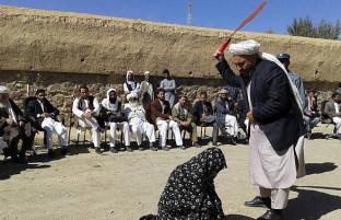 سایهی شوم محاکم صحرایی بر فاریاب؛ عاشقان فراری را طالبان دُره میزنند