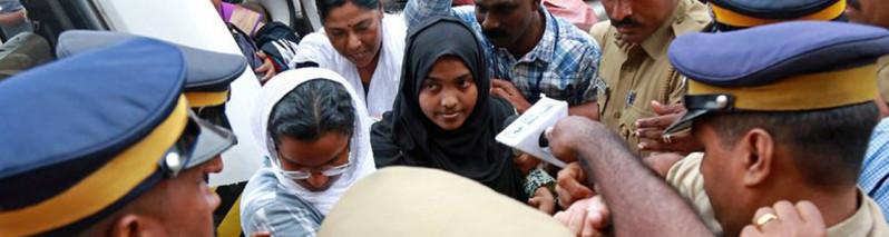 یک سال دعوا بر سر همسر مسلمان؛ دختر تازه مسلمان بر پدر هندو پیروز شد