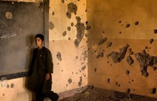 ۱۰۰۰ هزار مکتب بسته در سال ۹۷؛ برآیند سایه سنگین جنگ و خشونت بر نظام آموزشی افغانستان